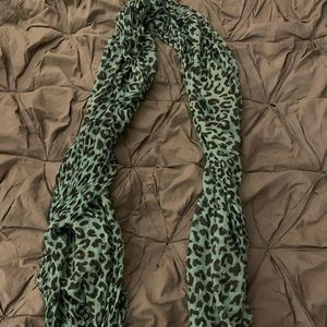 Light blue, leopard print scarf 🔹